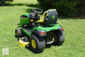 John Deere E160 Lawn Tractor Review