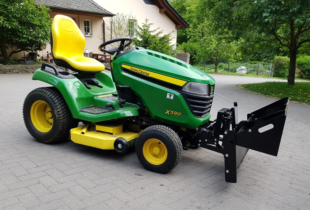 John Deere X590 Lawn Tractor Review