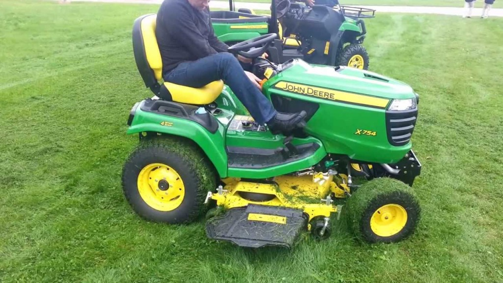 John Deere X754 Lawn Tractor Review