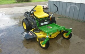 John Deere Z525E Zero-Turn Lawn Mower Review