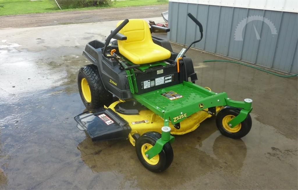 John Deere Z525E Zero-Turn Lawn Mower Review