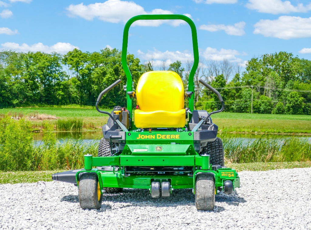 John Deere Z735E Zero-Turn Lawn Mower Review
