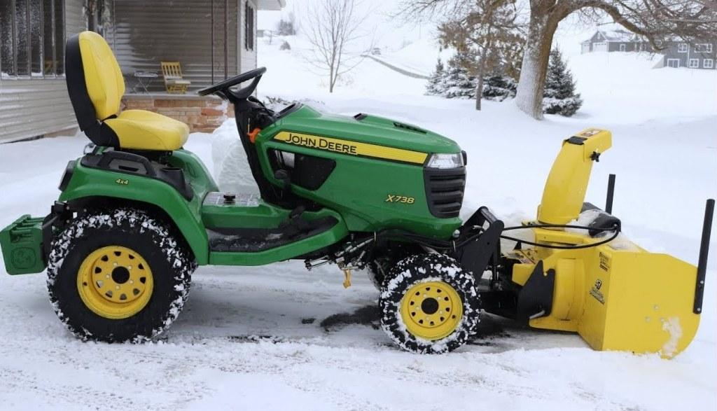 John Deere X738 Lawn Tractor Review